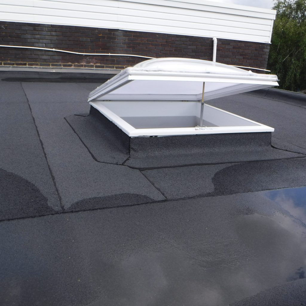 AKT Roofing Dome with manual opening for ventilation